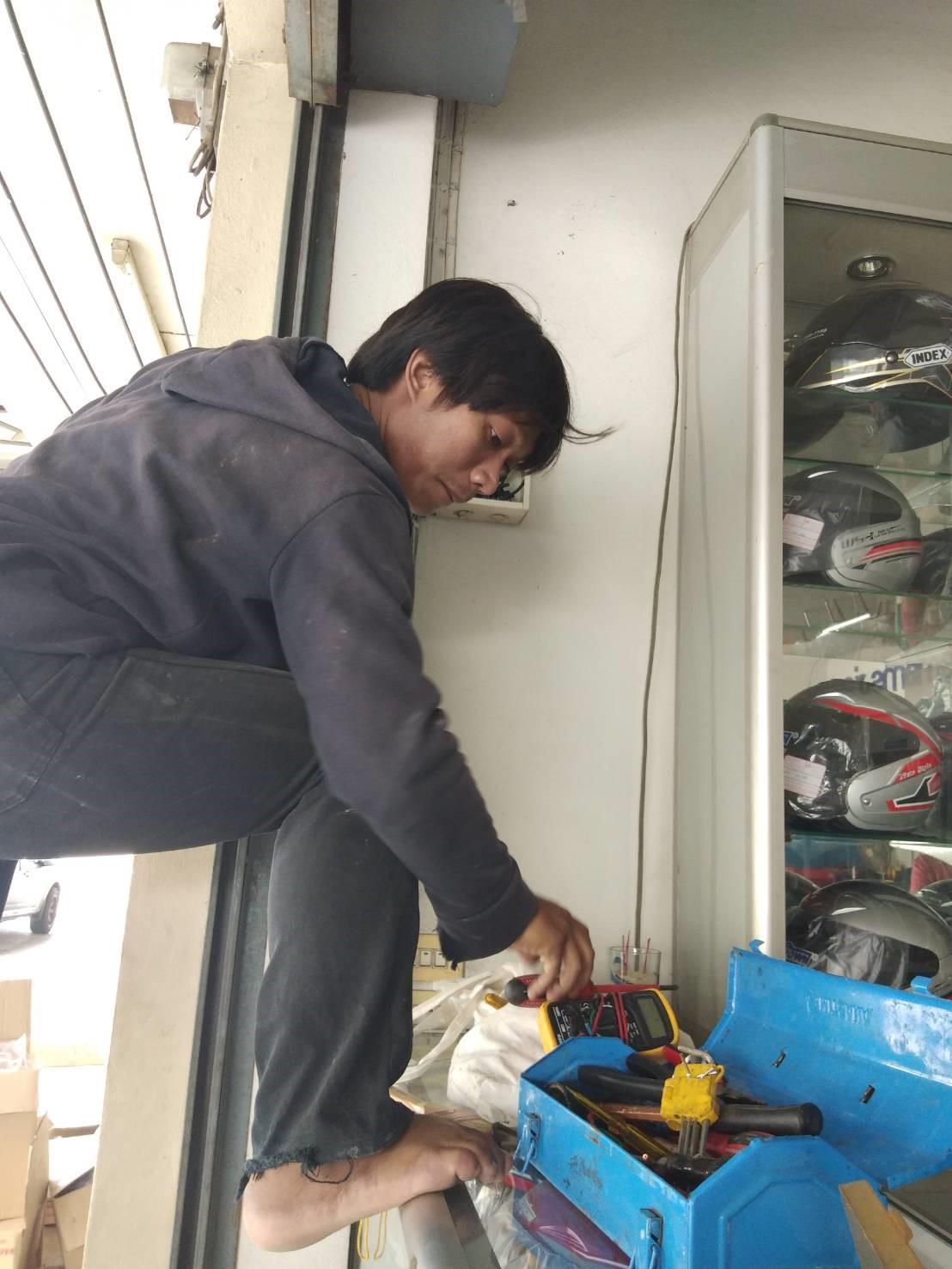 ช่างซ่อม ไฟฟ้า ปั้มน้ำ ด่วน 0882750965 idline @ckj5753k