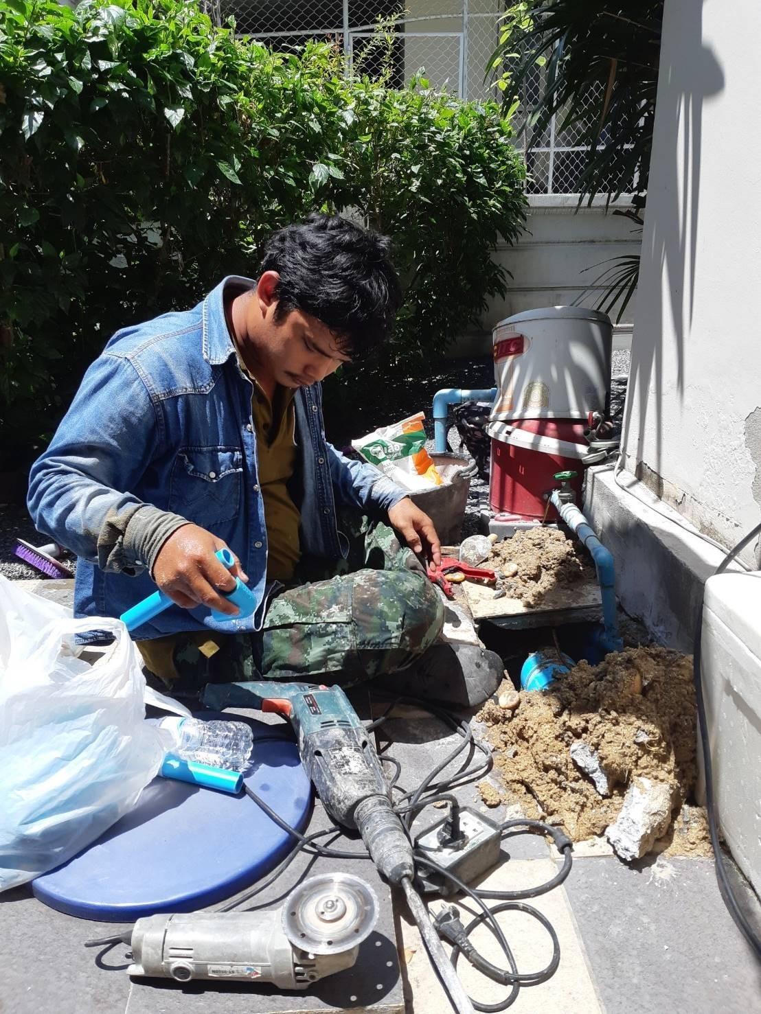 ช่างซ่อม ประปา ไฟฟ้า ปั้มน้ำ ด่วน 0882750965 id line: @ckj5753k